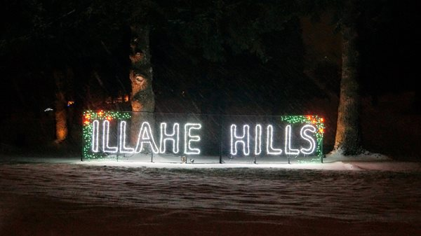 Illahe_sign_snow_lit